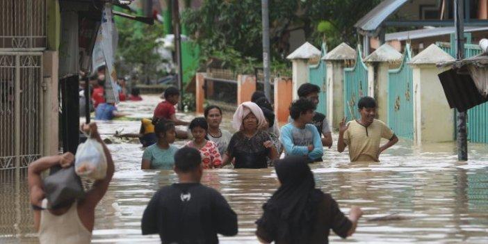 Endonezya'daki sel felaketinde can kaybı 6'ya çıktı