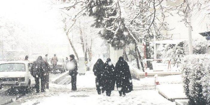 İran'ın başkenti Tahran'a mevsimin ilk karı düştü