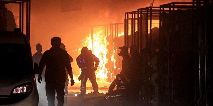 Tekstil firmasında çıkan yangında kumaşlar alev alev yandı