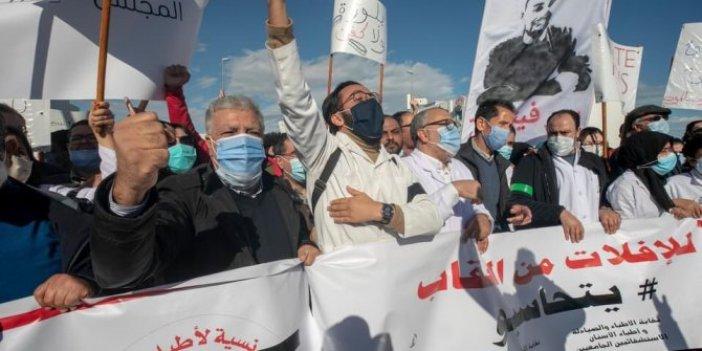 Tunus'ta sağlık çalışanları sokaklara döküldü