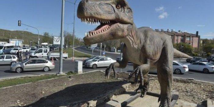 Fındıklı Belediyesi'nin Melih Gökçek'in dinozorları için yaptığı esprili paylaşım sosyal medyayı kırdı geçirdi