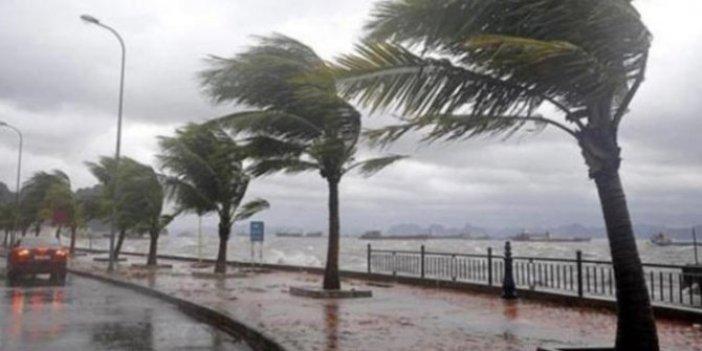 Meteoroloji ilçeleri tek tek uyardı. Çatılar uçabilir, ağaçlar devrilebilir