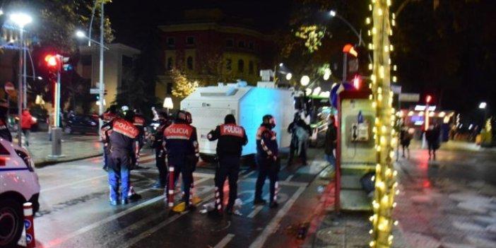 Arnavutluk'ta protestolar gece de sürdü