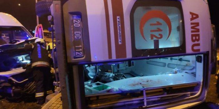Denizli'de ambulansla minibüs çarpıştı. Yaralılar arasında yeni doğum yapan anne de var