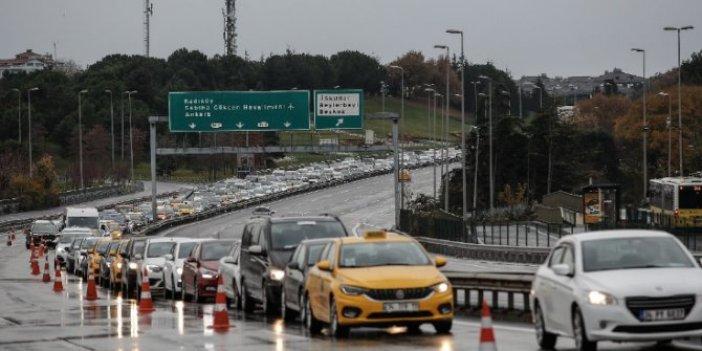 15 Temmuz Şehitler Köprüsü'nde yasağa rağmen uzun araç kuyrukları oluştu