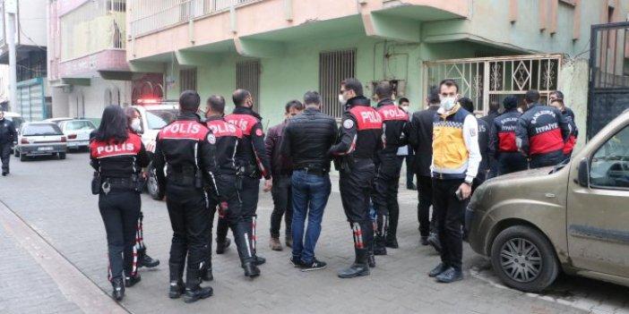 Şanlıurfa'da hareketli saatler. Ev sahibine kızıp evi ateşe verdiler, 2 polisi yaralandı