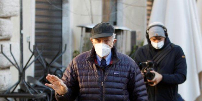 Ünlü İtalyan gazeteciden Fransa protestosu. Aldığı onur nişanını bakın ne yaptı