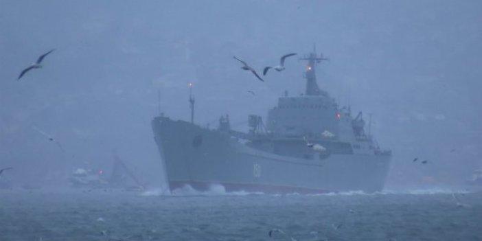 Rus savaş gemileri peş peşe İstanbul'dan geçti