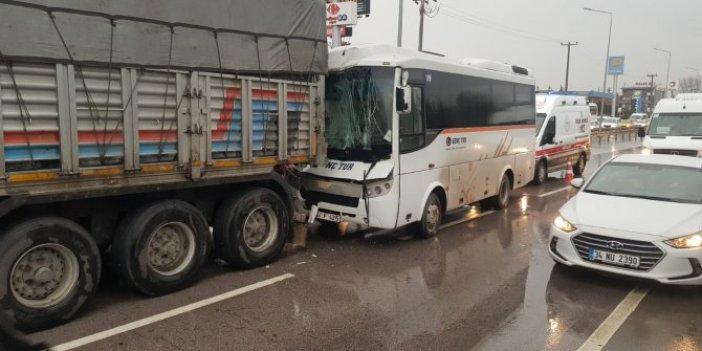İzmit'te kaygan zemin kazaya neden oldu: 8 kişi yaralandı