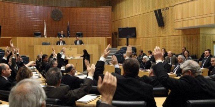 Güney Kıbrıs'ta bütçe krizi siyasi krize dönüşüyor