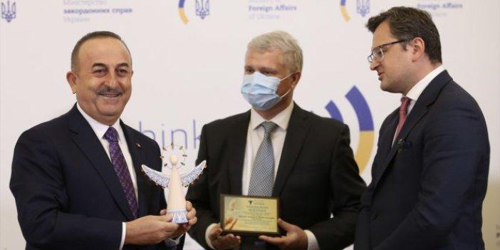Ukrayna'dan Dışişleri Bakanı Mevlüt Çavuşoğlu'na 'İyilik Meleği' ödülü