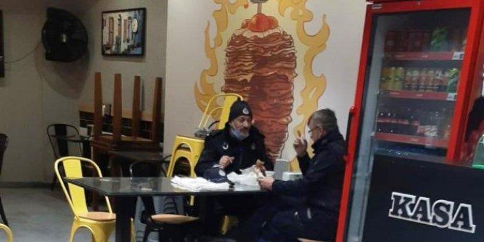 Sakarya'da iki zabıta yasağa rağmen lokantada yemek yedi