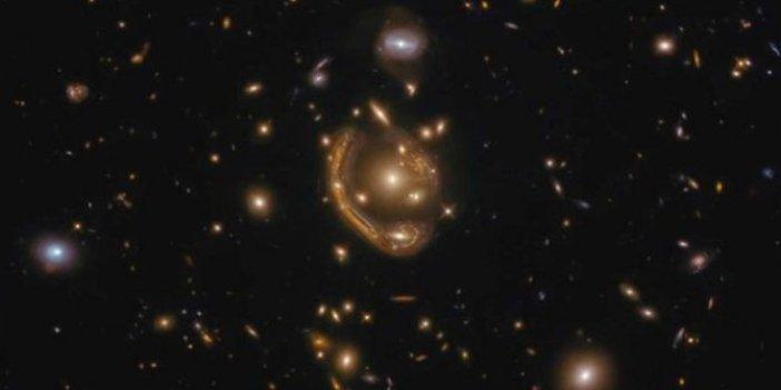 Uzayın derinliklerinde devasa Einstein halkası böyle görüntülendi
