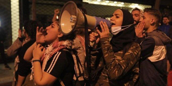 Lübnan'da öğrenciler üniversite harçlarının dolara bağlanmasını protesto etti
