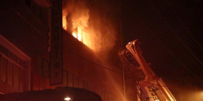 İzmir'de mobilya ve kağıt fabrikalarında yangın