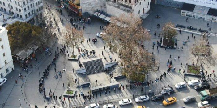 Nimet abla önünde umut kuyruğu. İstanbul dışından gelenler var. Umut fakirin ekmeği ye Memet ye