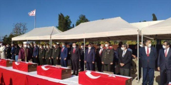 Rumların Kıbrıs'ta 46 yıl önce katlettiği 14 şehit çocuk toprağa verildi