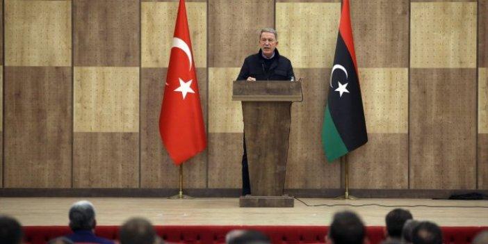 Türkiye'yi tehdit eden Hafter'e Bakan Akar'dan Libya'da açık mesaj