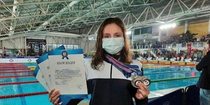 Milli yüzücü Merve Tuncel bir kez daha göğsümüzü kabarttı