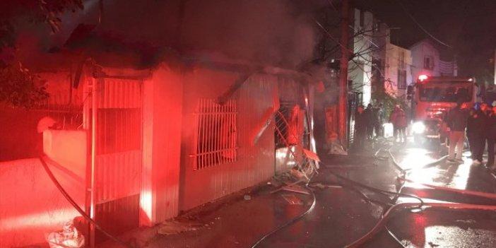 Yangında mahsur kalanları camlardaki demirleri keserek komşuları kurtardı