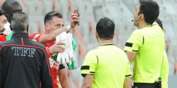 Sivassporlu Hakan Arslan'ın hakeme telefon gösterme olayı Avrupa medyasında manşetlere çıktı