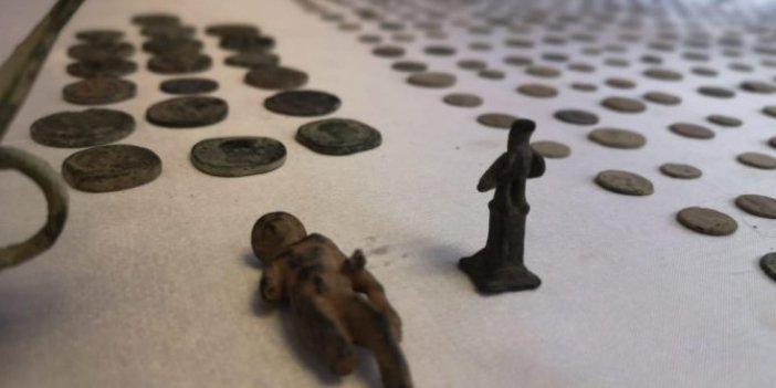 Seyyar müzeye polis baskını