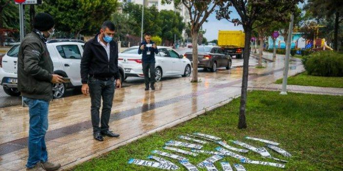 Antalya'da şiddetli yağışlar bir parkı plaka pazarına döndürdü