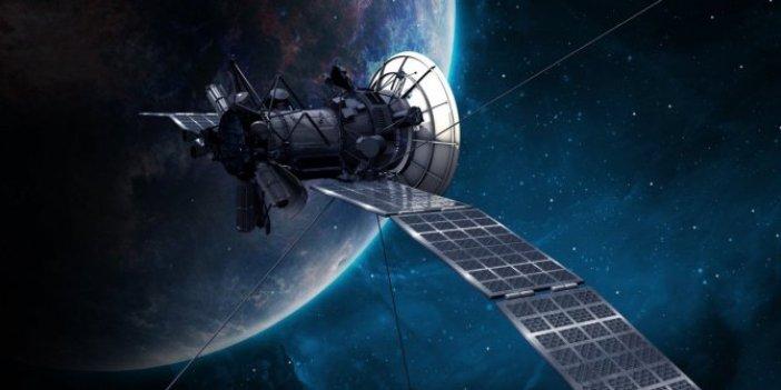 Elon Musk'ın şirketi SpaceX Türkiye'nin TURKSAT5 A uydusunu uzaya fırlatıyor