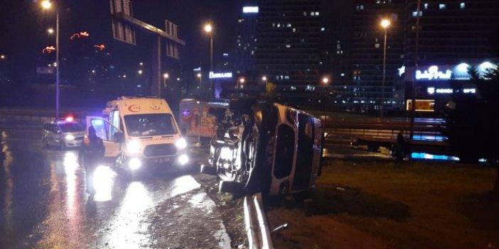 İstanbul'da yaralı taşıyan ambulans devrildi