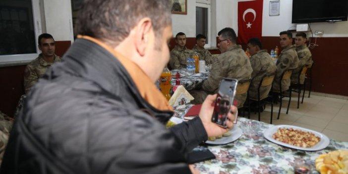 Bakan Soylu'dan Sivas'taki askerlere sürpriz kutlama