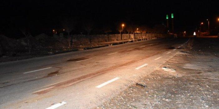 Aksaray'da otomobil koyun sürüsüne çarptı 2 kişi yaralandı
