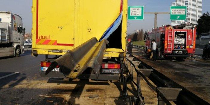 Bariyer kamyona ok gibi saplandı. Basın Ekspres Yolu'nda 30 metresi aracın içinden çıkartıldı