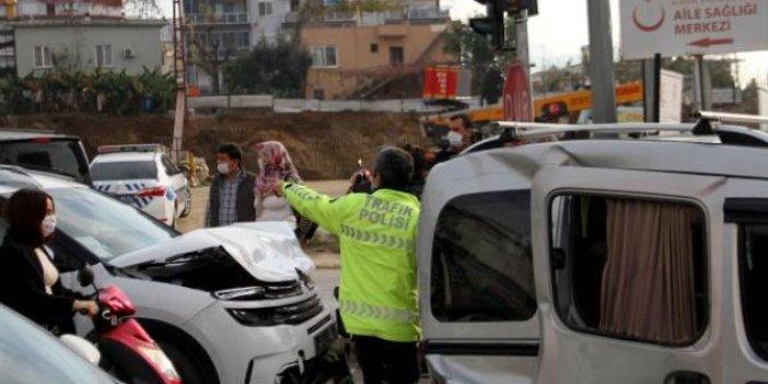 Alanya'da 3 araç birbirine girdi: 4 yaralı