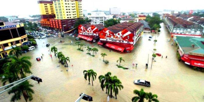 Muson yağmurları 20 bin kişiyi yerinden etti