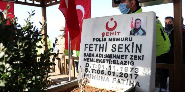 Fethi Sekin mezarı başında anıldı