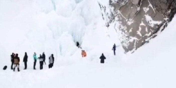 Rusya'da donmuş şelalede buz sarkıtı faciası. Olacaklardan habersizlerdi