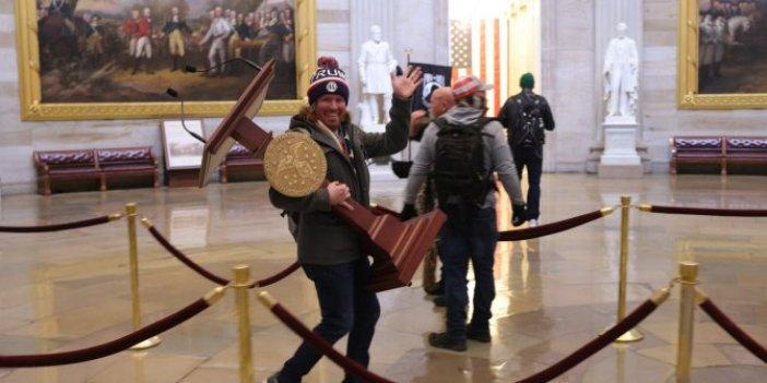 Kürsüyü koltuk altına alıp meclisten el sallayarak çıktı. Fiyatı her dakika yükseldi. Bakın kaç para verdiler