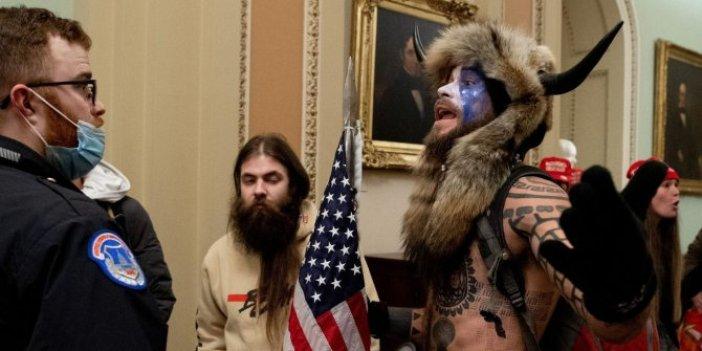 Büyük oyunu tam bozacaktı ki lanet olası federaller peşine düştü. ABD'deki Kongre baskınının boynuzlu vikingi aranıyor