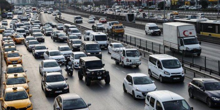İstanbullunun trafik çilesi bitmek bilmiyor. İstanbul 1 saatte bu hale geldi trafik durma noktasında