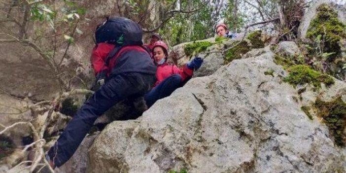 Dağlık alanda mahsur kalan Rus turistleri jandarma kurtardı