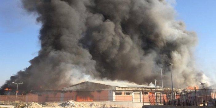 Şanlıurfa'da lojistik deposunda yangın. Hem yanıyor hem patlıyor