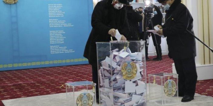 Kazakistan'da halk seçimler için sandık başında