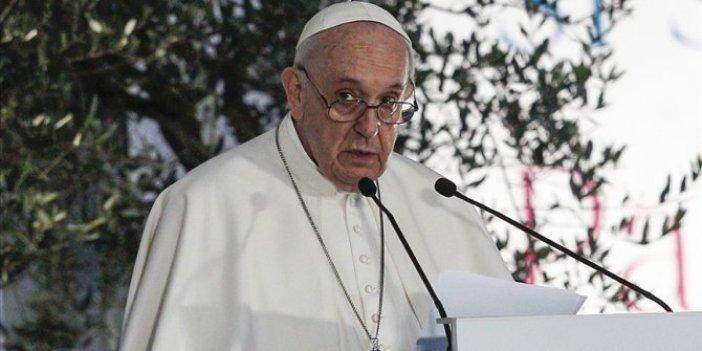Papa Francis'in kişisel doktoru korona virüsten öldü