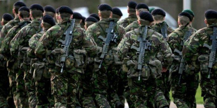 ABD ve İngiliz SAS komandoları uzaylılara karşı silah kuşandı. Özel silahlarla gece gündüz tatbikat yaptılar