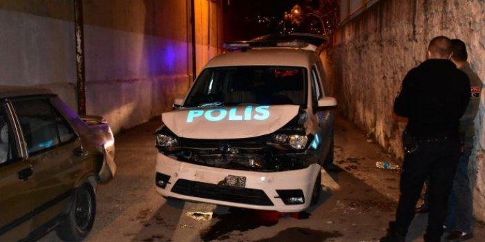 Firari hırsız çaldığı araçla polis otosuna çarptı