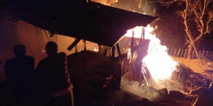Samsun'da iki katlı evi alevler yuttu