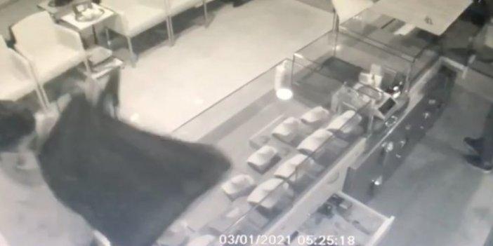 İstanbul'da polis de kuyumcu da hırsızlar da şok geçirdi. Böylesi ne duyuldu ne görüldü