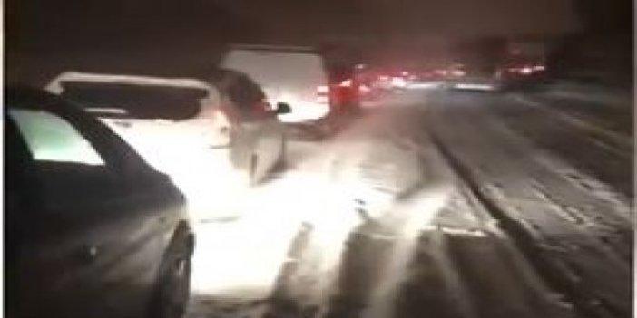 Fransa'yı kar vurdu. Araçlar yolda kaldı