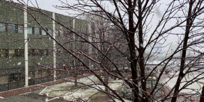 Ankara'ya lapa lapa kar yağıyor