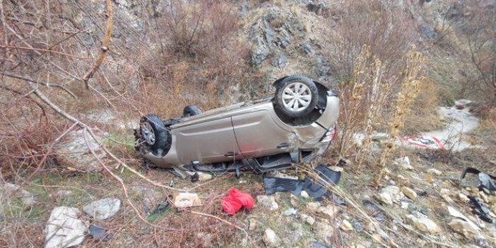 Amasya'da otomobil yamaçtan yuvarlandı